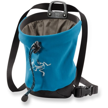 Climbing Sized to fit smaller hands, the Arc'teryx C40 chalk bag will keep you climbing with a sure grip. - $27.93