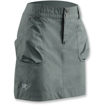 Look good on your travels near and far in the Arc'teryx Rana skirt. Lightweight cotton canvas material is durable and breathable and packs up small, taking up little room in your bag. Zip fly with snap closure. 2 front and 2 rear pockets. Closeout. - $22.73
