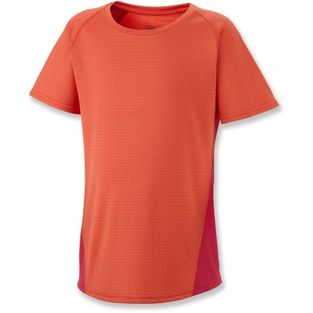 Keep your young athlete ready to hit the trails at any time with the Silver Ridge II Tech T-Shirt for girls; it's lightweight and built to last so she can push through anything in her way. Omni-Wick(TM) polyester fabric wicks moisture away from the skin, keeping her dry in warm conditions or when working up a sweat. Integrated Omni-Shade(TM) sun protection continuously guards against harmful ultraviolet rays with 30 UPF so her skin stays safe so matter how long her day lasts. Antimicrobial treatment helps prevent odors, keeping her fresh even after multiple wears. - $13.93