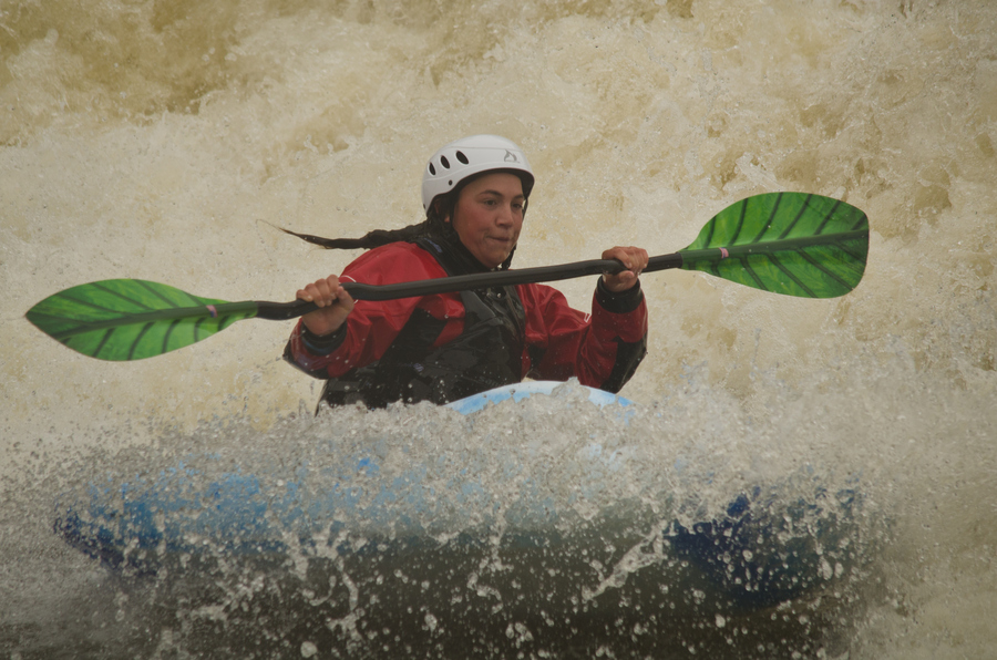Kayak and Canoe World class paddler Emily Jackson from the USA on Marsh Weir on the Thames in the valley