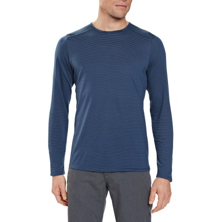 The lightweight Nau Ayre T-shirt has a performance fabric blend designed to keep you cool, dry and odor free on everyday adventures. Blend of Tencel(R) lyocell and organic cotton wicks moisture, dries fast and does not retain odors. A hidden zippered pocket on the side secures small valuables. The Nau Ayre T-shirt has a slim fit. - $26.83