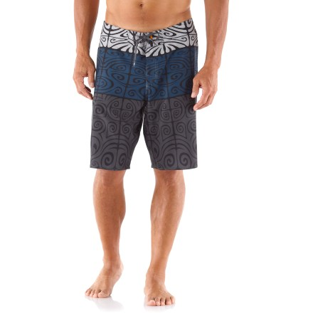 Kayak and Canoe Water enthusiasts of all kinds will love the Quiksilver Manihi board shorts; they're right at home playing in the waves. 4-way stretch polyester dobby gives you free range of motion for swimming, surfing, kayaking or stand up paddleboarding. Wide elastic waistband keeps the fit comfortable; double-eyelet drawstring cinches the fit. Side pocket holds a small item. Quiksilver Manihi board shorts are machine washable. - $47.93