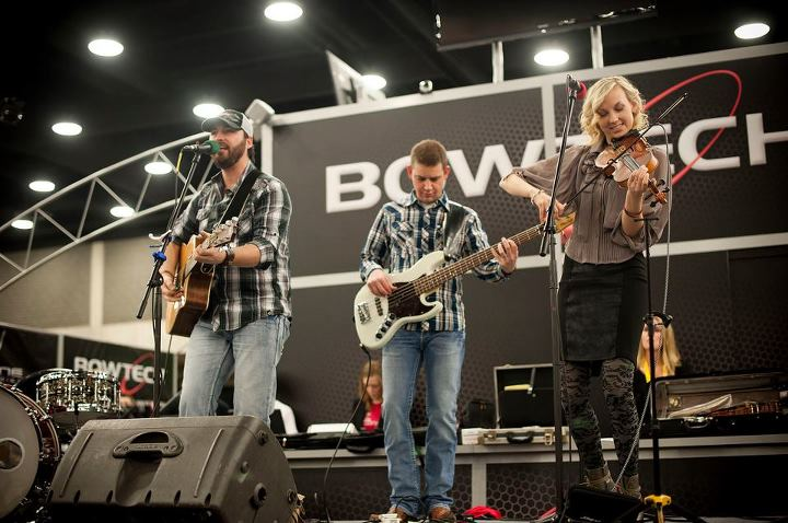 Kari & Billy performing with Rob Byus from Blake Shelton