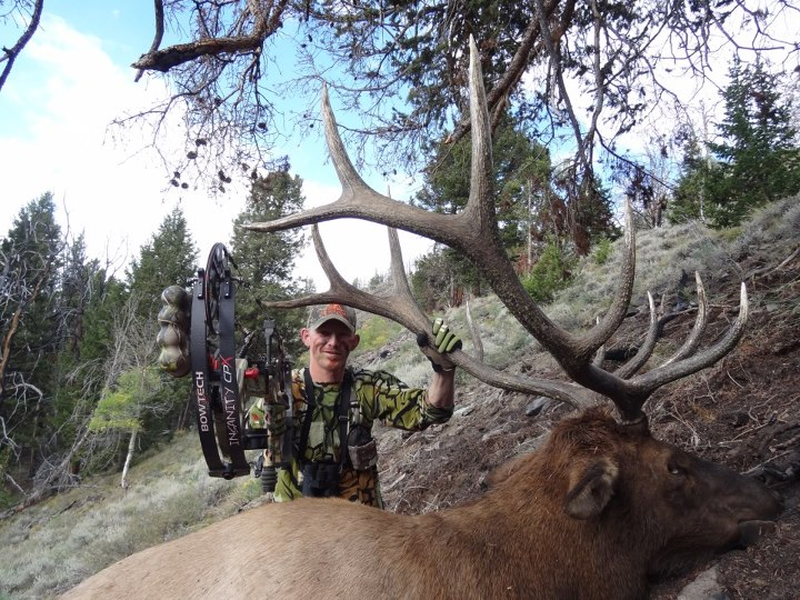 """LIKE"" this to congratulate Matt Elliot, Brand Manager for Lone Wolf Knives on his Idaho bull taken with the Insanity CPX!  Benchmade Knife Company"