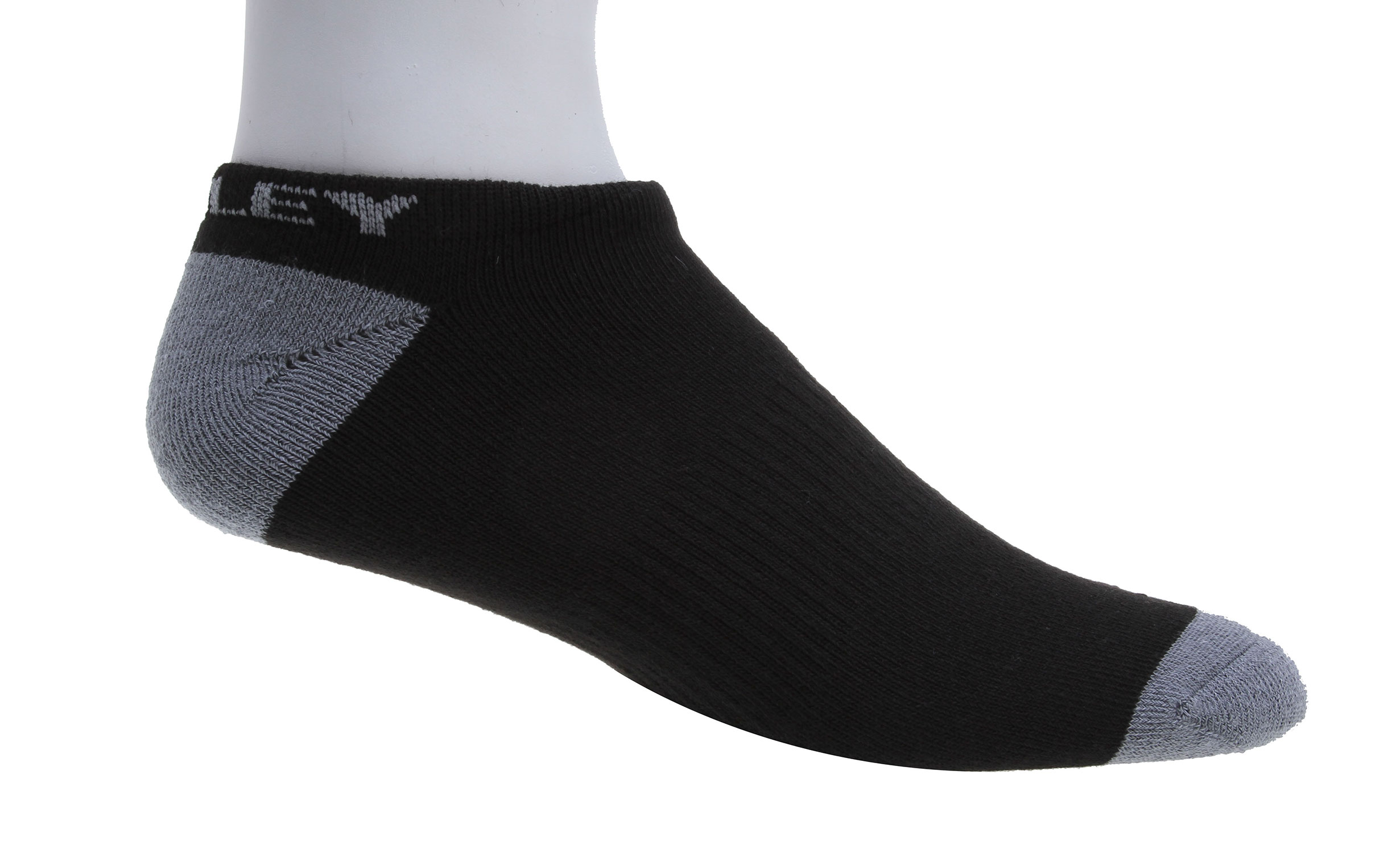 Ultra-lightweight with sweat-wicking power, the Performance Tech No Show Socks 5 Pack are an essential. Featuring a supportive fit with a ribbed arch band, these socks offer fewer distractions with seamless construction at the toe.Key Features of the Oakley Performance Basic No Show Sock 5 Pack Socks: O Hydrolix™ fabric manages moisture to minimize cling and maximize comfort Cushioning at the midfoot for a comfortable, supportive fit Seamless toe construction to help reduce chafing Ribbed arch band for a supportive fit - $18.00