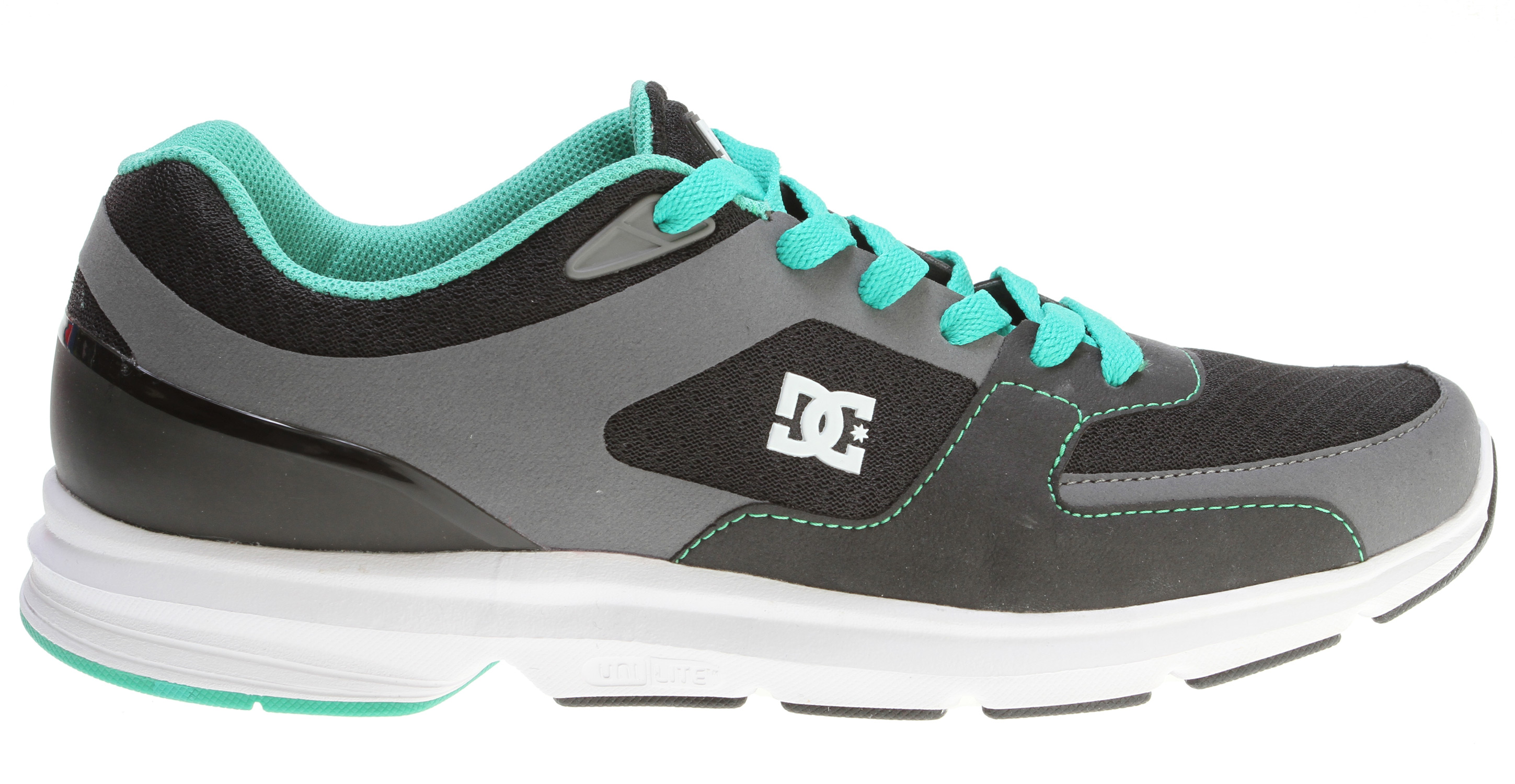 "Skateboard The combination of style and comfort make this the quintessential team shoeKey Features of the DC Boost Skate Shoes: Lightweight, flexible jogger Features DC's revolutionary unilite technology Progressive no-sew technology with mesh underlays for minimal stitch lines and reduced weight Lightweight mesh tongue bottom Molded logo details DC's trademarked ""Pill Pattern"" bottom - $44.95"