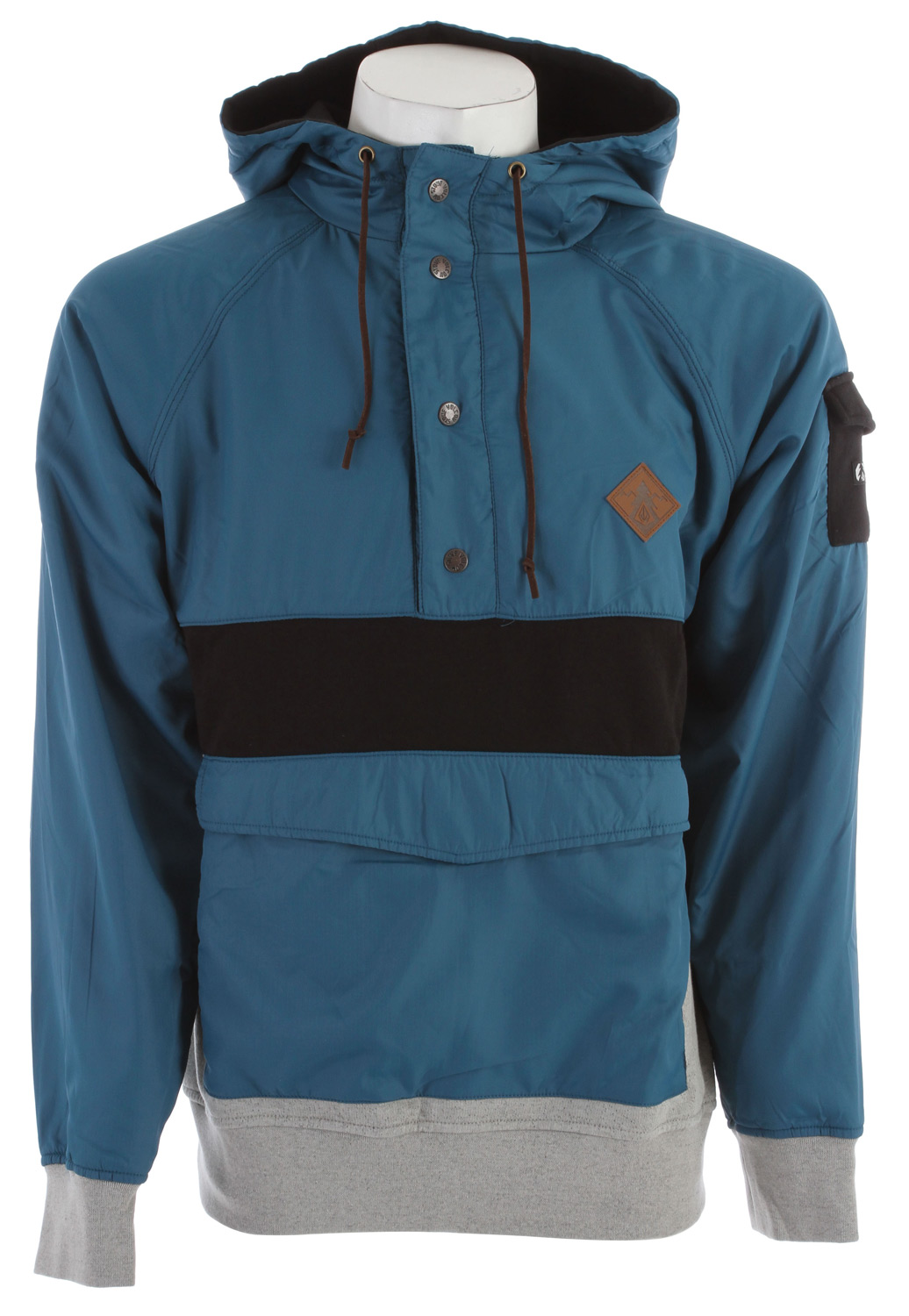 Surf Key Features of the Volcom Rippa Hoodie: Custom hooded pullover Nylon rip stop hood, sleeves, front and back yolk Outdoor trim package Leather drawcord Leather patch on chest Pre shrunk, basic fit 60% cotton/40% polyester fleece, 260gm Outdoor Collection - $41.95