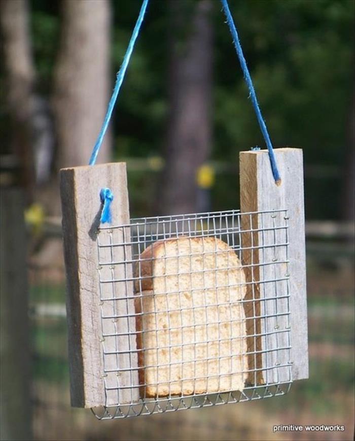 Как сделать быстро и легко кормушку для птиц