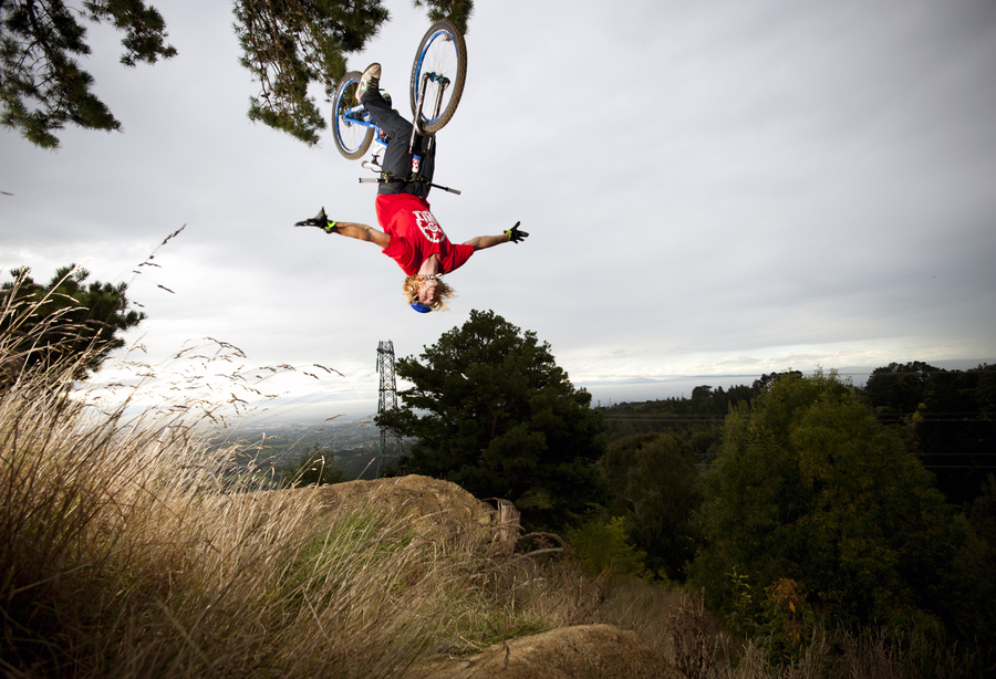 MTB Kelly McGarry with a backflip no hander