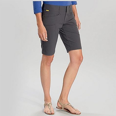 Free Shipping. Lole Women's Nile 2 Walkshort DECENT FEATURES of the Lole Women's Nile 2 Walkshort Walkshort with wide waistband Hook and bar closure 2 Hand pockets with zippers 2 Welt pockets at front and 1 at back Inseam: 11in. / 28 cm - $74.95