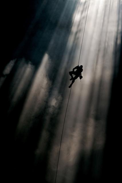 Climbing Rappeling the largest cave on earth