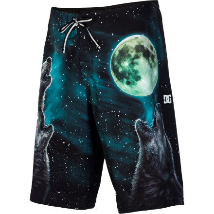 Surf You'll be howling with joy when you put on the DC Howler Men's Board Short thanks to the four-way stretch fabric and seamless side panel design that allows for increased range of motion, whether you're surfing or chasing down a herd of caribou. - $34.65