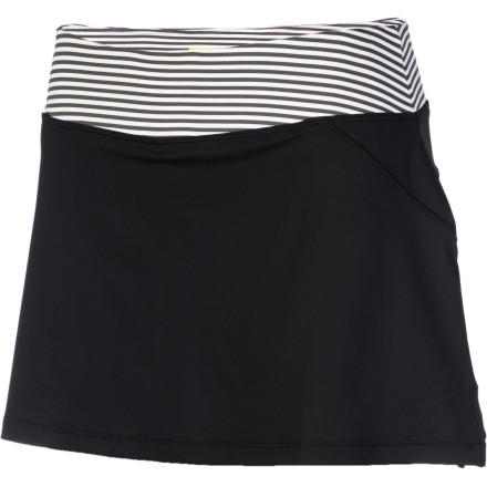 Fitness You don't associate running with frumpy fashion and boxy, mannish shorts; you pull on the Lole Women's Langelinie Skort, and get down to business in style. Because you don't sacrifice function or performance with this skort's soft, light feel and moisture-wicking, quick-drying comfort. Its inner short features flat seams and lined gusset for comfy, mobile coverage. Go ahead and run like a woman. - $59.95