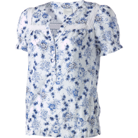 Entertainment Airy and feminine, the Peak Performance Women's Pia Short-Sleeve Shirt enhances any item you pair it with. This sweet cotton top adds so much more to your favorite jeans or your swingy tiered dress than a t-shirt or cami ever could, so don't hesitate to pull it out when you want to make an impression. - $32.99
