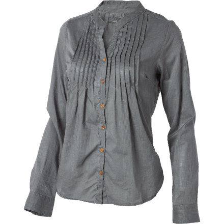 The prAna Women's Eloise Long-Sleeve Top takes you back to days gone by. The Eloise's pin-tucking, full-length placket, and wooden buttons provide you a vintage look with a unique vibe. - $29.98