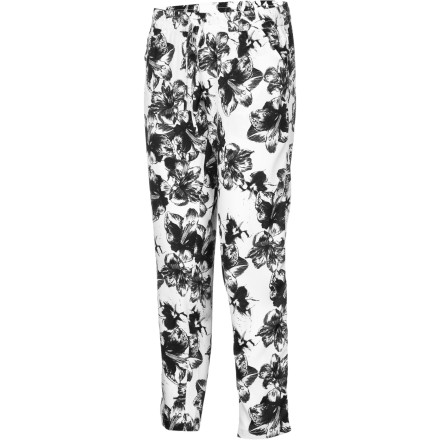 Skateboard The Element Women's Clash Pant happily dances on the line between loungewear and casual wear. Pair these ultra-comfy bottoms with an oversize tank or a summer sweater for a modern look that is great for shopping expeditions or nights out. The bold floral print adds a blast of visual appeal, and the easy fit will keep you feeling great if you end up crashing on your best friend's couch after an over-the-top bar night. - $42.03