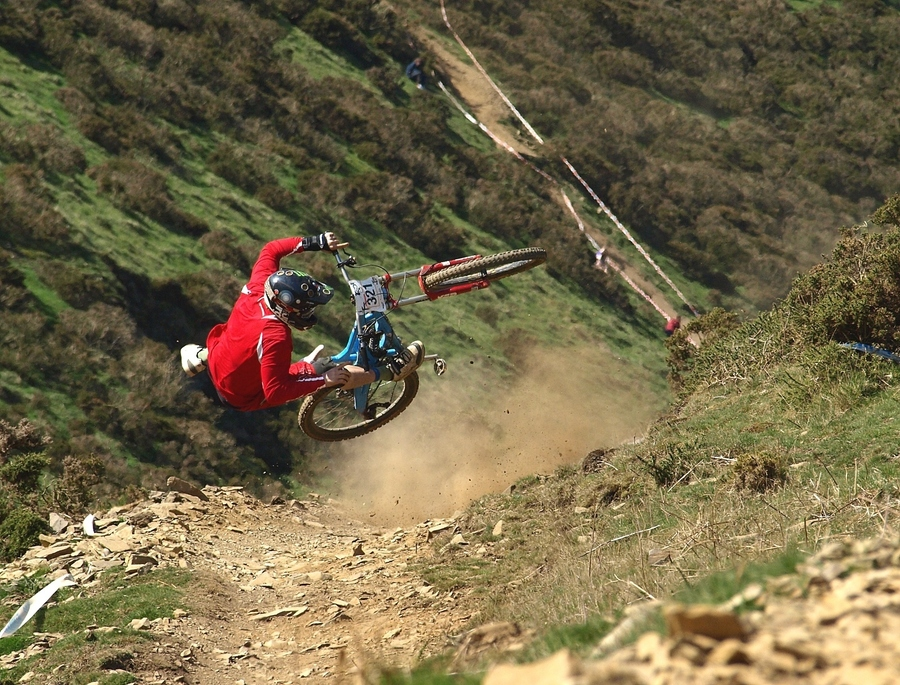 MTB mountain biker Arron Hilton gets it wrong during a race