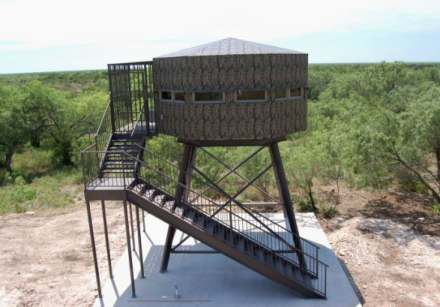 Hunting super deluxe deer stand