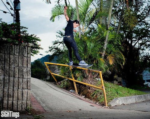 Skateboard Frontside feeble grind.