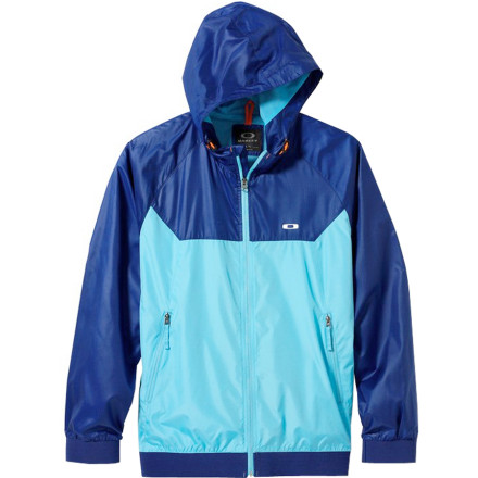 A constant drizzle has most people inside today, but the waves are looking good, so throw on the Oakley Plunging Breaker Men's Jacket before heading down to the beach. The water-resistant shell will help you stay dry until you get to the break, and after you get out of the water it blocks wind to keep the breeze from sapping all your warmth. - $85.00