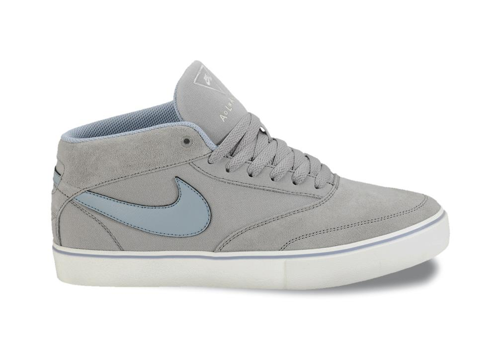 Skateboard Omar LR in Med Grey, Sail and Work Blue from Nike Skateboarding's October Collection
