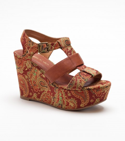 Surf The O'Neill Kindra Platforms are the hottest silhouette out there in footwear!  The Kindra has a printed velvet or corduroy upper; and a wrapped wedge with contrast faux leather strap; buckle closure; and custom rubber outsole. - $43.99