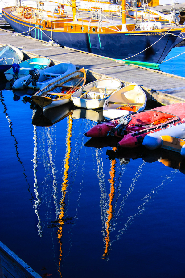 Wake Colorful reflections in Maine