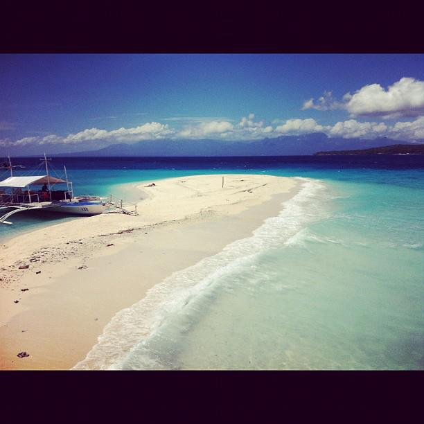 Entertainment Arrived to the outrageously gorgeous island of Sumilon, Philippines! http://instagr.am/p/Hxw6KzLFUi/