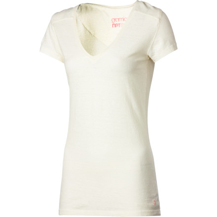 With Gramicci's Dream Fit and high-performance hemp and organic cotton Senna fabric, the Women's Tara V-Neck Shirt fits, feels, and performs with flattering ease. A slim silhouette, V-neck, and sporty stitching detail add femininity to this naturally high-tech top. Durable Senna blend breathes, wicks away moisture, and dries in a flash for all-day comfort no matter what action you uncover. - $33.95