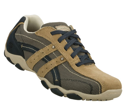 Hit your style target easily with the SKECHERS Diameter - Aro shoe.  Smooth leather; soft suede and cordura nylon woven mesh fabric upper in a lace up casual sporty oxford with stitching and overlay accents. - $65.00