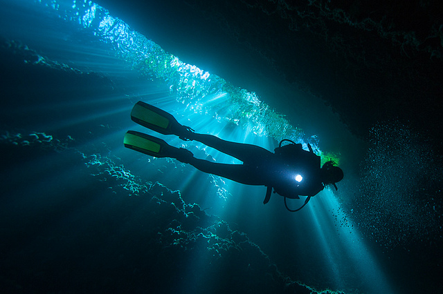 Scuba Light rays in Leru Cut