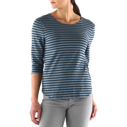 Head out the door in the Quarterdeck top from Arbor-it's ready for urban adventures. Made from an organic cotton/polyester/spandex blend for breathable comfort, durability and easy care. Back button detail and a dropped back hem add sassy style to the Arbor Quarterdeck top. - $13.83