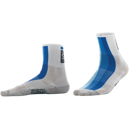 Fitness Sometimes it's the unassuming styles that sneak up and steal the show. Not too tall and not too short, Santini's new Dry Carb Socks were built with a medium-length cuff that doesn't follow the trends set by anyone else. Instead, these summer socks rely on their innovative materials to do the talking, and we think you'll agree that it's a solid route to go. For the construction, the Dry Carb Socks were built with several of Santini's tested technical fabrics. Dryarn was used to hold and support the foot, as it's a very soft and lightweight material. In fact, 10 km of Dryarn weighs only one gram. Additionally, it doesn't absorb water due to its high surface tension, and the fabric also promotes good hygiene because the yarns won't trap bacteria or mold. This material was also used for its durability, which always seems to be an area of failure when it comes to lightweight socks. Well not anymore, as Santini knows that the friction caused between your socks and shoes is inevitable, but by applying the rugged Dryarn to these areas, the dreaded 'pilling' effect is eliminated. So feel free to wash and wear them as much as you please; they'll stay looking good and continue performing at their best, ride after punishing ride. Santini rounded out the cuffs of the Dry Carbs with its Resistex Carbon. Known for its ability to speed sweat evaporation and keep the body's temperature stable, Resistex Carbon was the optimal choice to mate with the Dryarn lower. The Santini Dry Carb Socks are available in the sizes X-Small/Small, Medium/Large, and X-Large/XX-Large and in the colors Cyan, Red, and Verde. - $24.95