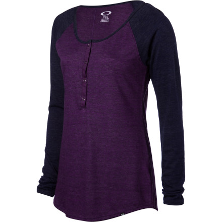 Sometimes Sundays involve nothing more than sitting on the couch with a good book or a couple of movies, while sometimes you have something more active in mind. The Oakley Women's Cool Day Long-Sleeve Shirt, which offers soft, comfy fabric, a sporty look, and a relaxed attitude, is ready for anything from lounging to long walks and rousing softball games. - $34.00