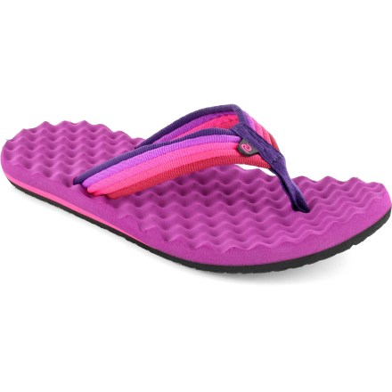 Surf Whether you're beachcombing or exploring more urban environments, the Rafters Cloudbreak flip-flops provide comfortable cushioning and casual style. Synthetic webbing straps keep your feet secure. EVA topsoles and midsoles provide cushioned support. EVA outsoles offer traction on varied surfaces. Special buy. - $8.73