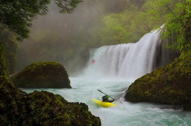 Kayak and Canoe Explore Your Limits !