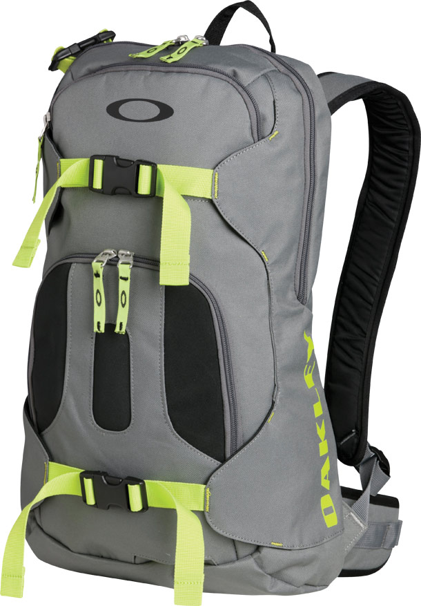 Ski Oakley Snowmad Day Pack    $70