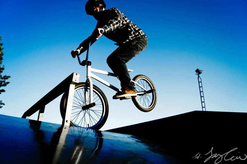 BMX BMX crazy nose-stall both feet on pedals no brakes