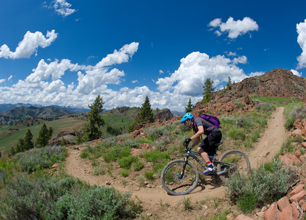 MTB Super Enduro Headlines Sun Valley Bike Festival.  The two-day race has 11,000 vertical feet of descending and a $5,000 prize purse.