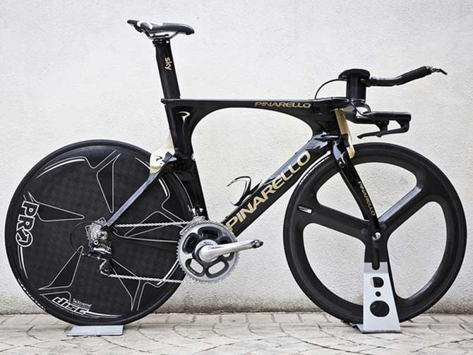 Fitness What we might be anticipating most at this year's Giro d'Italia is the unveiling of the new Pinarello Bolide TT bike. It's a rare day when we're smitten by a chrono-machine, but this one certainly tickles our fancy. http://bit.ly/ZGacil