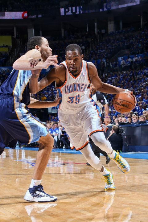 Sports Kevin Durant turns in an EPIC playoff performance.  35 points, 15 rebounds, 6 assists in a dramatic 93-91 Thunder win.