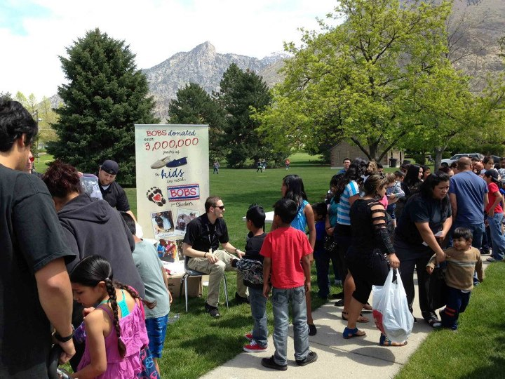 Entertainment On May 4, Shoe Carnival, Fashion Delivers, Salt Lake Community Action Program, Community Action Services and Food Bank, and Head Start joined BOBS from SKECHERS to distribute nearly 1,200 pairs of new shoes! The donation events in Salt Lake City and Provo