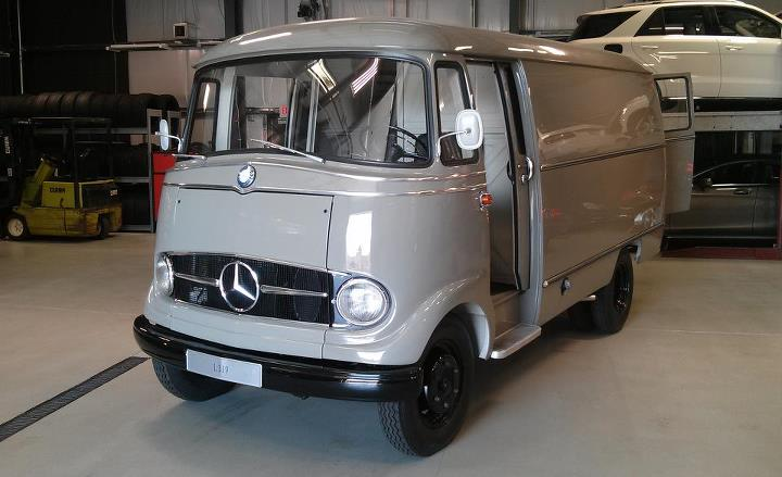 Auto and Cycle Awesome classic van alert! We got up close and personal with this restored Mercedes-Benz L319, the modern-day Sprinter's grandfather: http://cardrive.co/6030Xokj