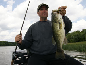 Fishing Carolina Rigging - tournament angler Deron Eck discusses tactics of using the Carolina rig.  Article by Jeff Knapp