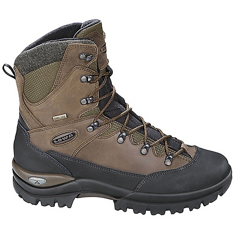 Free Shipping. Lowa Men's Creek II GTX Boot DECENT FEATURES of Lowa Men's Creek II GTX Boot   Uppers full grain leather   Waterproof and warm, insulated GORE-TEX(R) Partelana fleece lining   Slip-resistant outsole gives added stability in snow and ice - $229.95