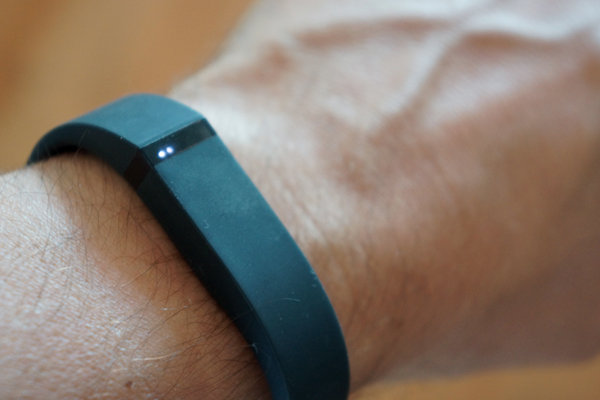 Fitness Fitbit Flex : Wearable design with an impressive smartphone app.  Article by Mathew Honan - gives this fitness tracker a great review