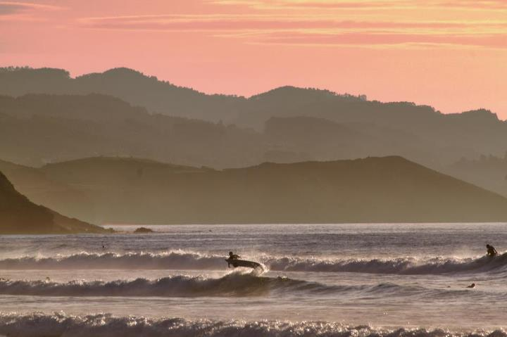 Surf Airtime Friday brought to you by Guillermo Alonso and a sublime Asturian setting.