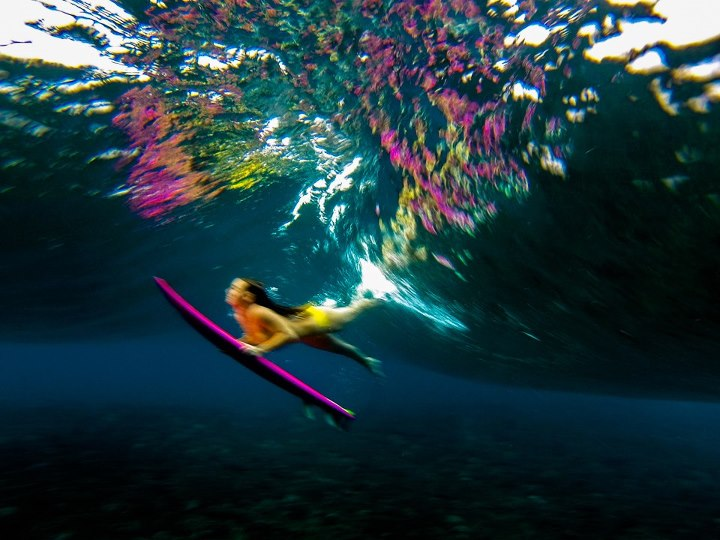 Surf PAGES WE LIKE: Sarah Lee Photography   Based out Kona on the Big Island of Hawai'i, Sarah Lee captures images of people and the water that are vibrant and at times surreal. Also be sure to check out her blog: http://blog.vivantvie.com/