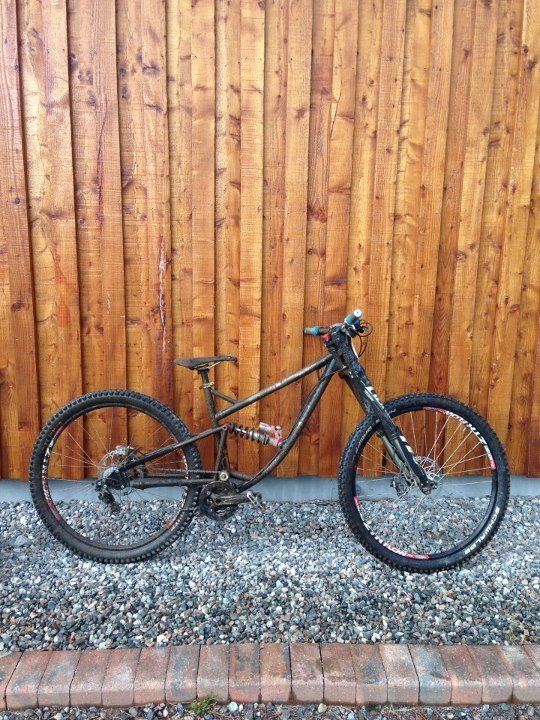 MTB Ralph Richardsons custom Ra 29er. 175mm travel front and rear. Down safe and puns at the Saracen BDS.