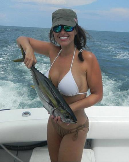 Fishing Marisa Hankins from Biloxi, MS, with a tuna caught in Nosara, Costa Rica